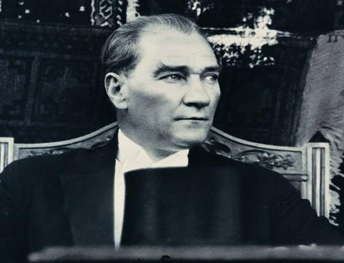 Atatürk – Cumhuriyet içinde Onurlu Bir Yaşam (Ersin Kalaycıoğlu)