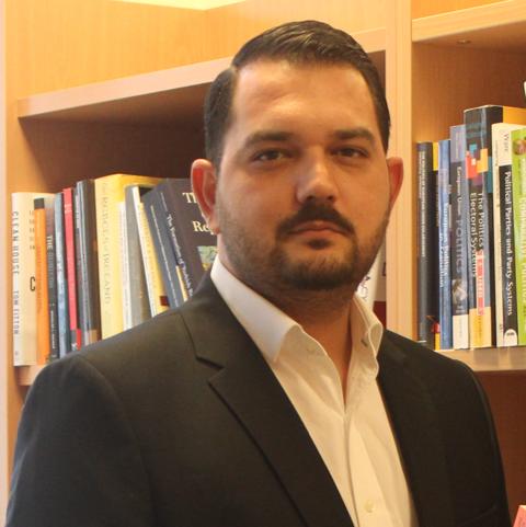 Mert Moral - Sabancı Üniversitesi - Siyaset Bilimi