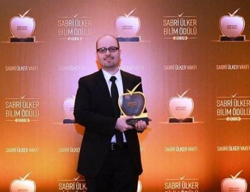 Tamer Önder'e Sabri Ülker Bilim Ödülü