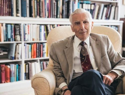 Martin Rees'e Fritz Zwicky Astrofizik ve Kozmoloji Ödülü